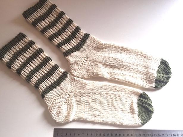 Ringel-Socken aus Baumwolle-Gemisch (Anleitung)